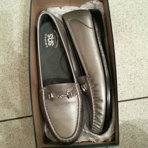 "NIB women's ""SAS"" leather pewter loafers size 10N"